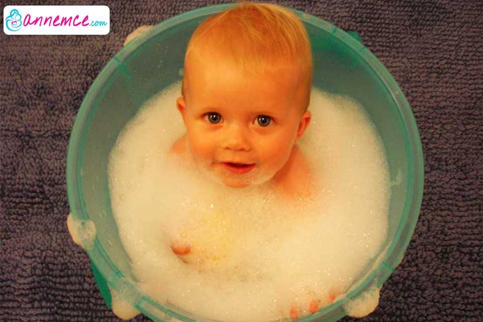 Bebeklerde Banyo Doğumdan Bir Ay Sonrası Oldukça Önemli