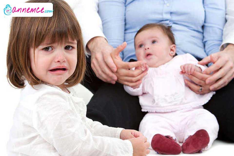 Kardeş Kıskançlığını Önlemek İçin Anne Babalara Öneriler