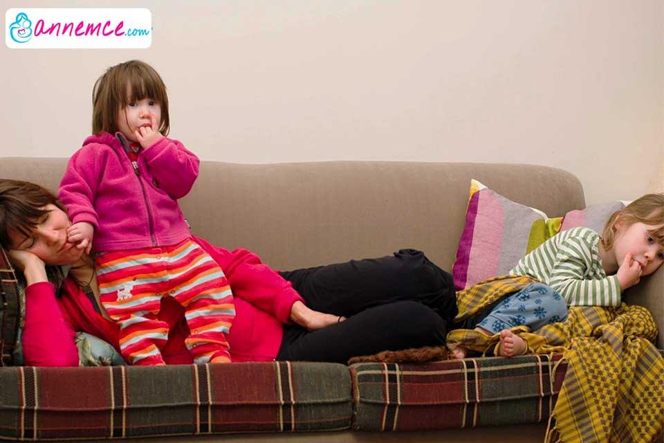 Annelerin Çocukları Eğitirken Tavsiyeye Değil Desteğe İhtiyaçları Vardır