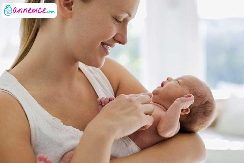 Bebek Nasıl Tutulur? Dikkat Edilmesi Gerekenler Nelerdir?