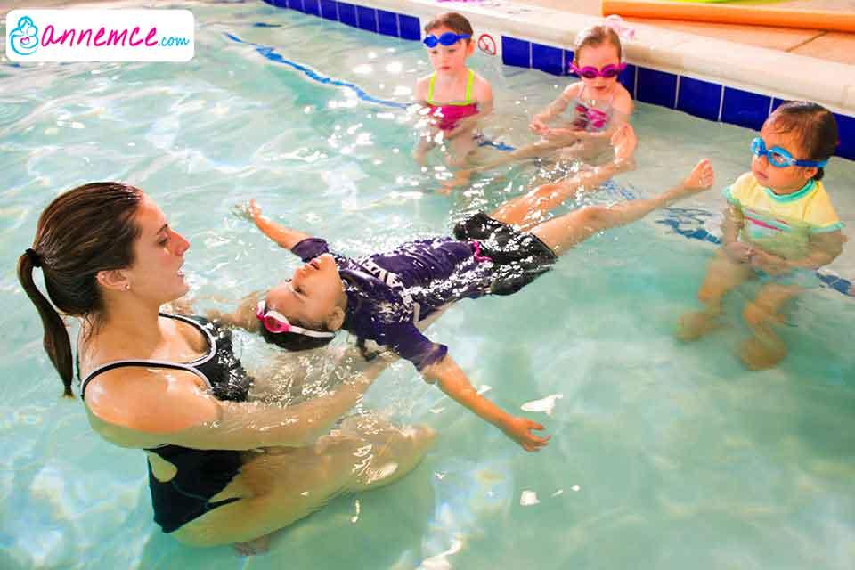 Çocuğa Yüzme Nasıl Öğretilir? Yüzmenin Çocuğa Faydaları Nelerdir?