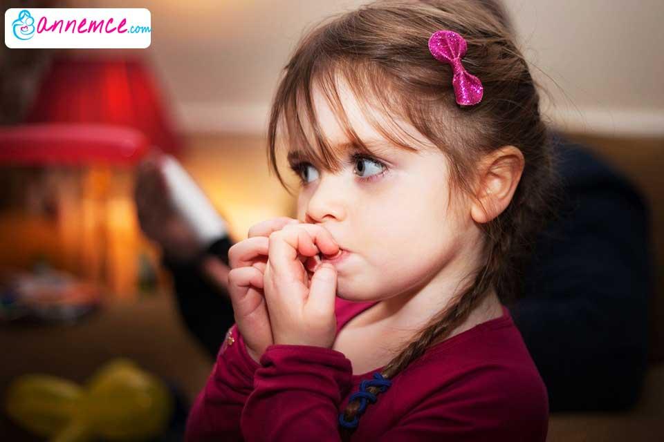 Çocuğun Tırnak Yemesi Nasıl Önlenir? Tedavisi Nedir?