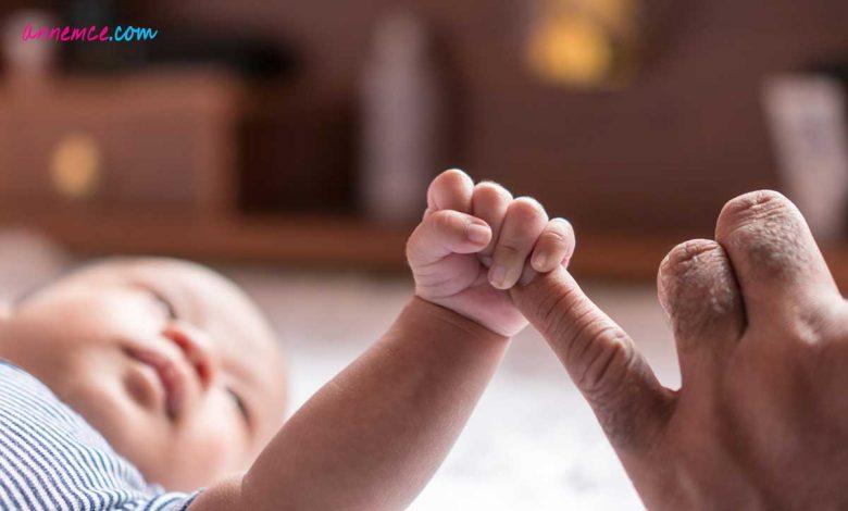 Bebeklerde El Gelişimi ve İlk Motor Faaliyetler